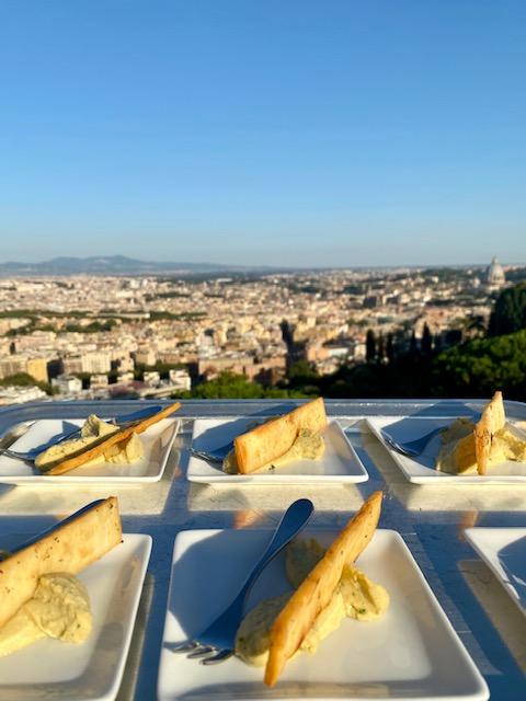 Finger food per l'aperitivo da Vista 101 di Rome Cavalieri